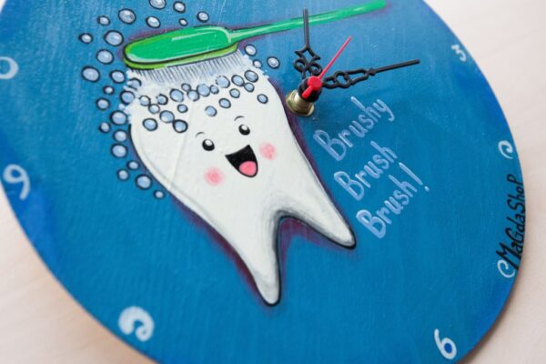 Funny Tooth Washing Painted Clock