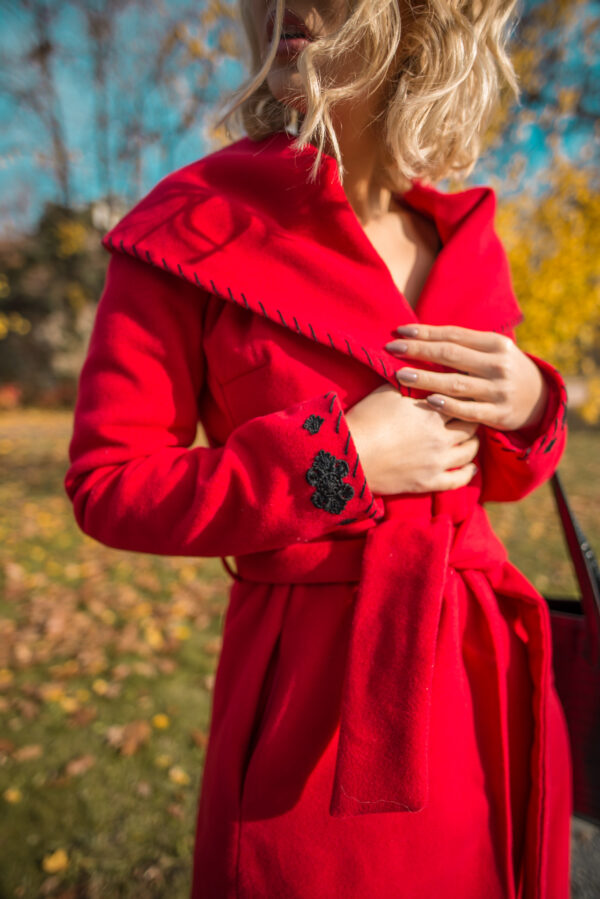 Elegant Cloche Embroidered Accessorized With Tied Waistband Red Coat Of Wool